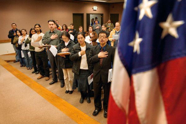 Thời gian chờ xin nhập quốc tịch Mỹ từ 6 tháng kéo dài đến 2 năm